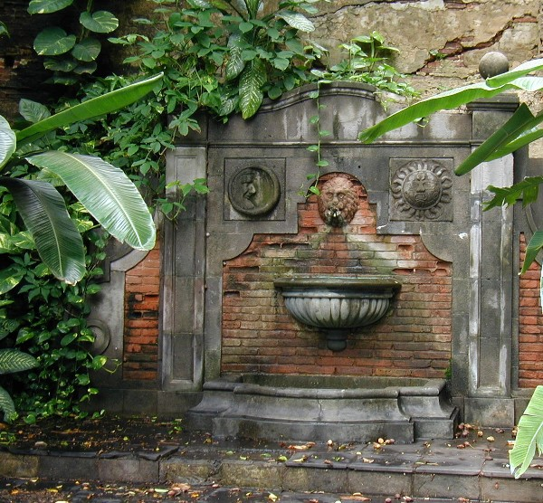 English Garden Wall Fountains Designs